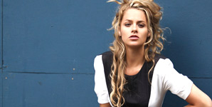 Alice Gold - End Of The World Video
