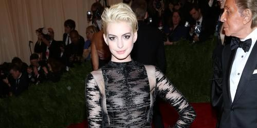 Anne Hathaway With Blonde Hair