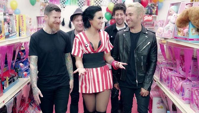 Fall Out Boy ft. Demi Lovato - Irresistible Video Video