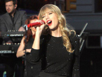 Taylor Swift Performs in Times Square