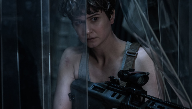 Ridley Scott: Katherine Waterston Is 'Physically Imposing'