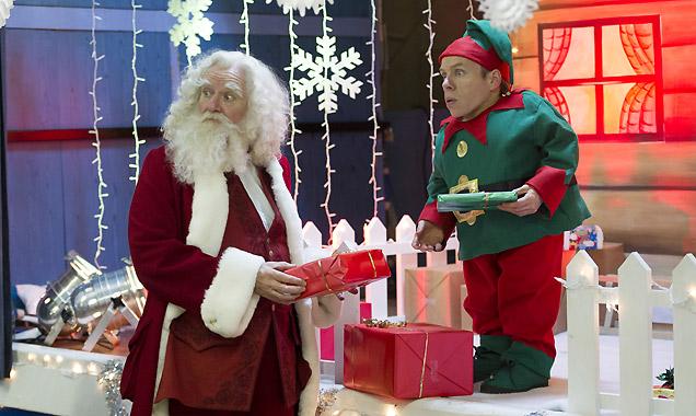 Jim Broadbent and Warick Davis in 'Get Santa'