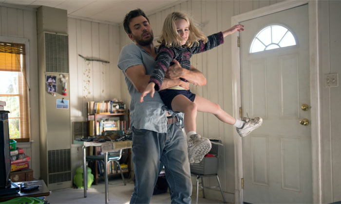 Chris Evans and Grace Mckenna in Gifted