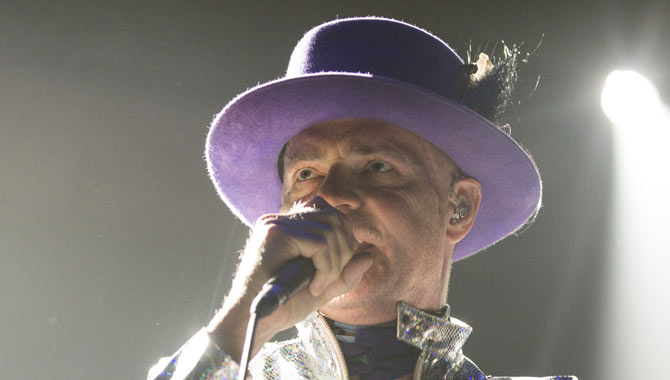 Canada Mourns For Gord Downie As The Tragically Hip Take Up Their Last Show