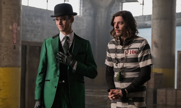 Cory Michael Smith (left) as Riddler in 'Gotham' season 3