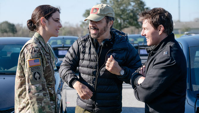 Tom Cruise on set with Cobie Smulders