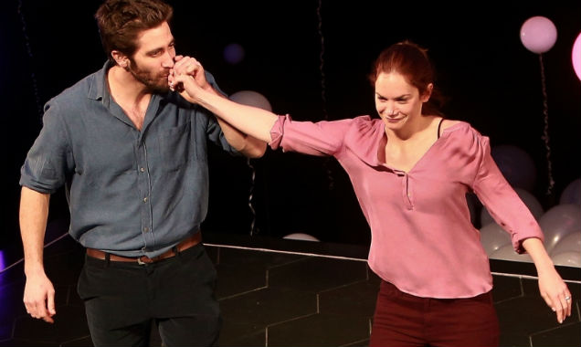 Jake Gyllenhaal kisses Ruth Wilson in 'Constellations'
