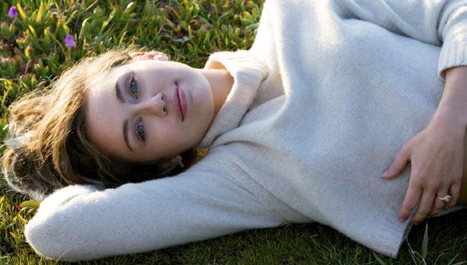 Miley Cyrus unveils 'Malibu'