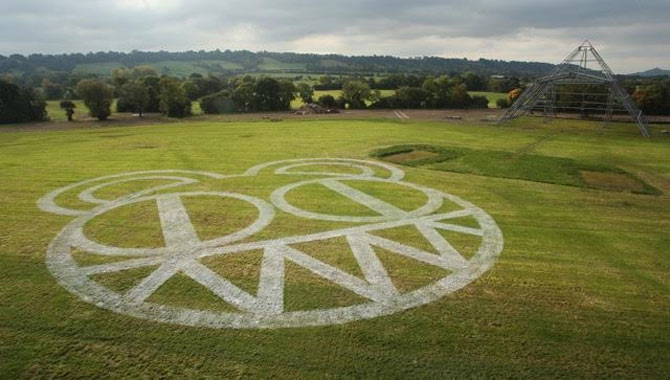 Radiohead Confirmed As First Headliners For Glastonbury Festival 2017