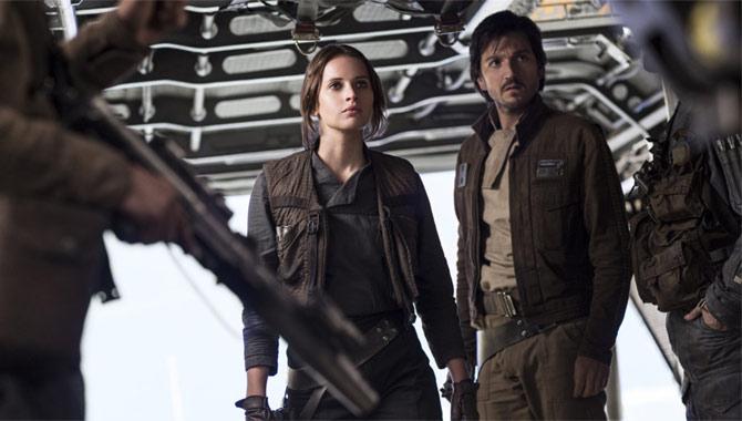 Felicity Jones and Diego Luna in Rogue One
