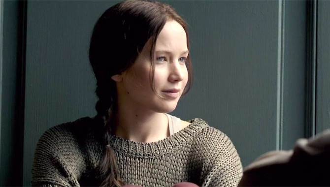 Katniss is Back To Finish The Job In Mockingjay Part 2 [Trailer]