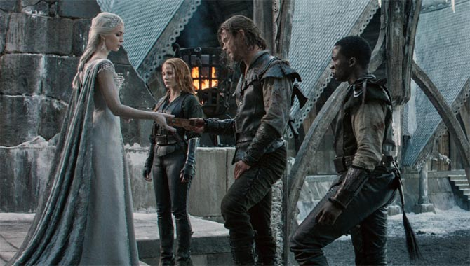 Chris Hemsworth Loved The Female Energy Of The Huntsman