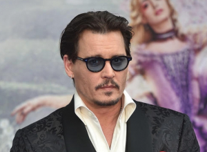 Johnny Depp Thanks Fans In Emotional People's Choice Awards Speech