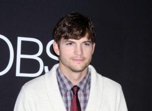Mila Kunis And Ashton Kutcher Take The Daily Mail To Court Over Paparazzi Snaps