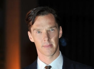 Benedict Cumberbatch Joins David Gilmour Onstage For 'Comfortably Numb'