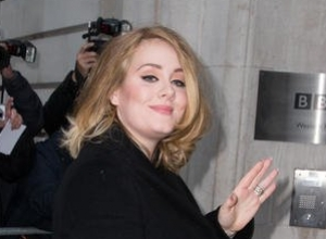 Adele's '25' Set To Smash Chart Records With Ease