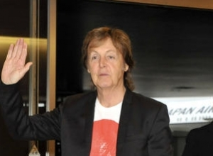 Sir Paul McCartney Teams Up With Skype For Special Valentine's Day Emojis