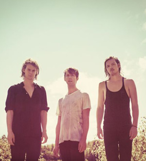 Half Moon Run Announce Debut Single 'Full Circle' To Be Released On The 8th April 2013