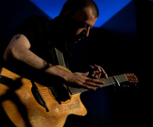 Guitar Virtuoso Viral Sensation Jon Gomm Seeks Musicians To Open UK 2013 Tour Dates