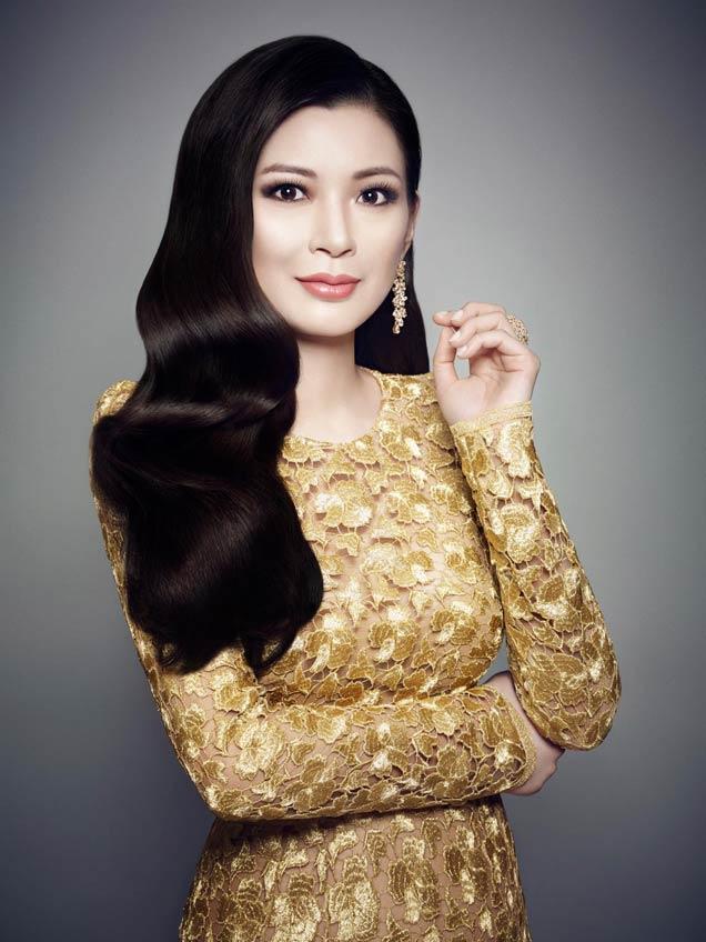 Rebecca Wang Among Chairs For amfaR's 2014 Inspiration Gala