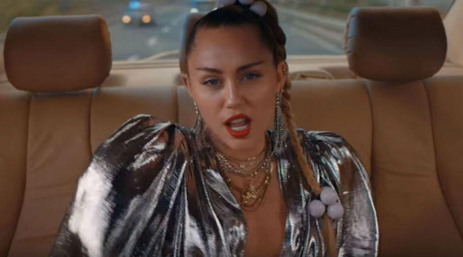 Mark Ronson - Nothing Breaks Like a Heart ft. Miley Cyrus Video Video