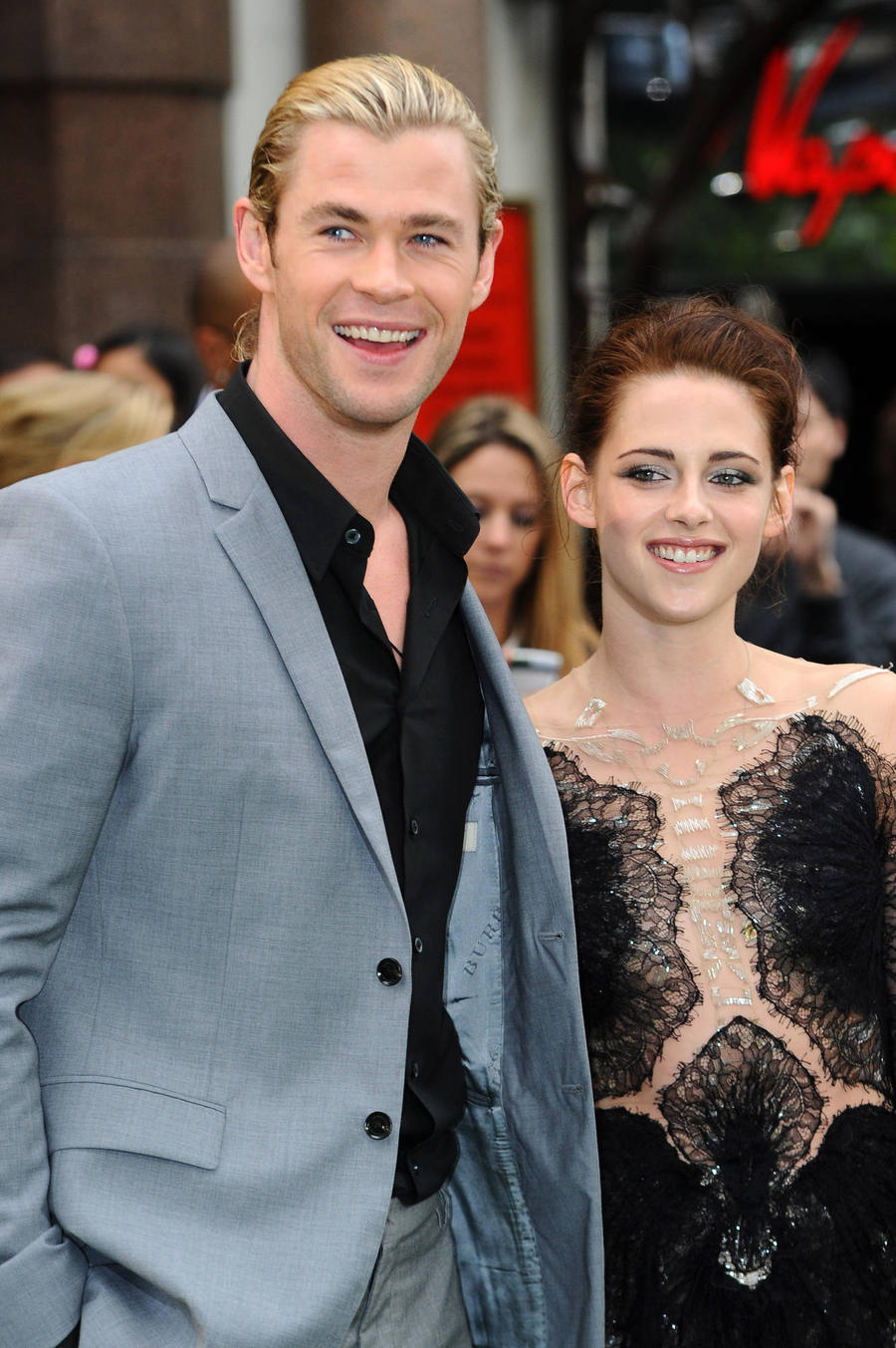 kristen stewart biography dating For years, kristen stewart resolutely tried to keep her private life out of the now , though, the actress says that she has decided to share her when i was dating rob, the public were the enemy – and that is no way to live.