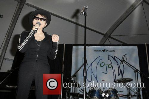 Yoko Ono, John Lennon and Las Vegas 3