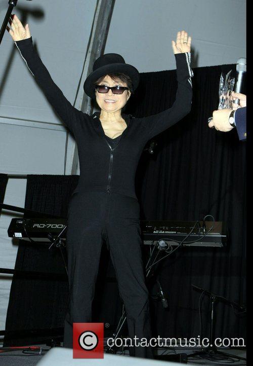 Yoko Ono, John Lennon and Las Vegas 11