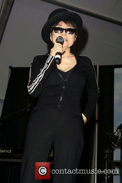 Yoko Ono, John Lennon and Las Vegas 5