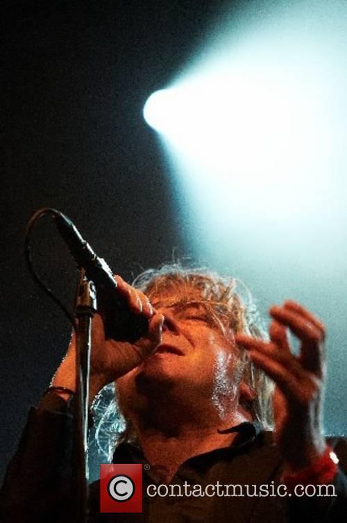 Performs live at Fete de la Musique in