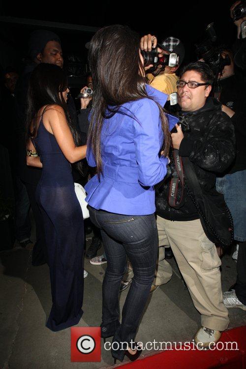Kim Kardashian and her sister Kourtney Kardashian 7