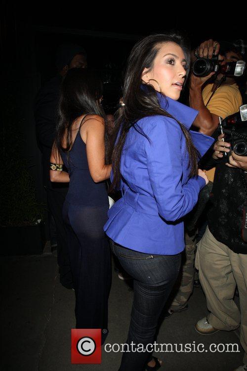 Kim Kardashian and her sister Kourtney Kardashian 6