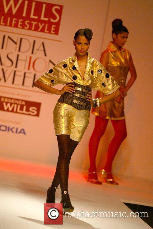 Abhijeet Khanna catwalk show, Spring/Summer 2008 Wills India...