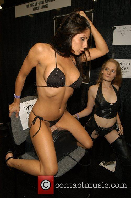 sybian sex toy eine geile frau