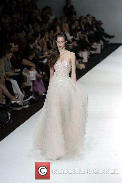 Model Alex Perry Spring/Summer 2008/09 Collection - Catwalk...