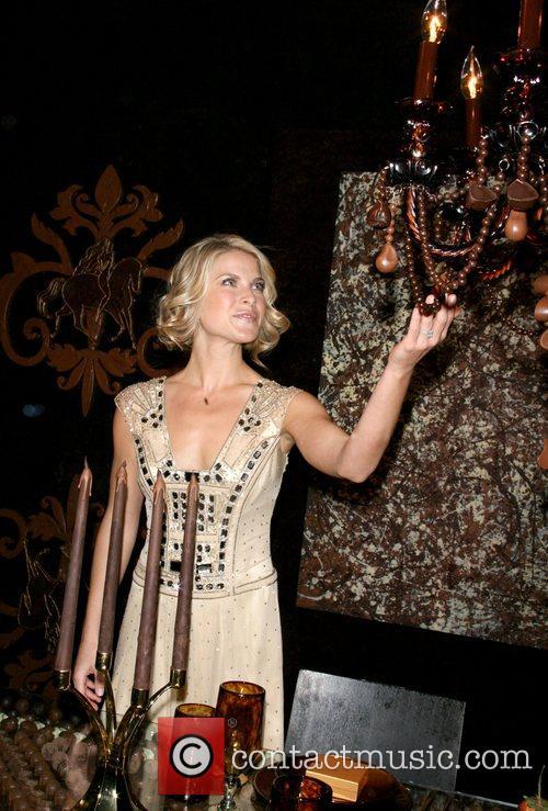 'Heroes' star Ali Larter  unveils the Godiva...
