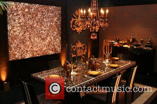Chocolate hotel room 'Heroes' star Ali Larter unveils...