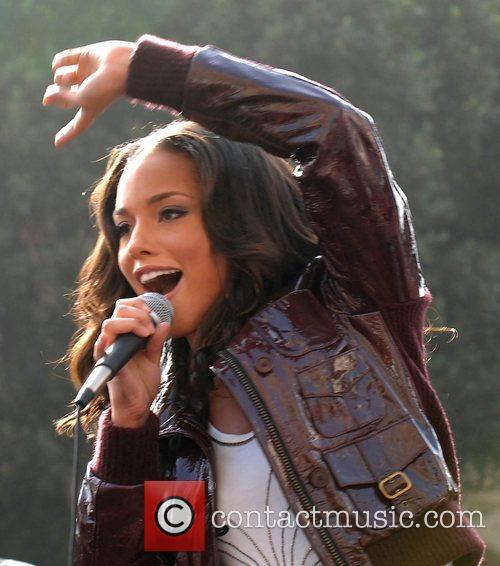 grammy winning singer alicia keys 5058053