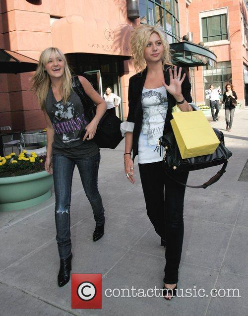 Alyson Michalka and Amanda Michalka 5