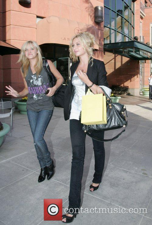 Alyson Michalka and Amanda Michalka 4