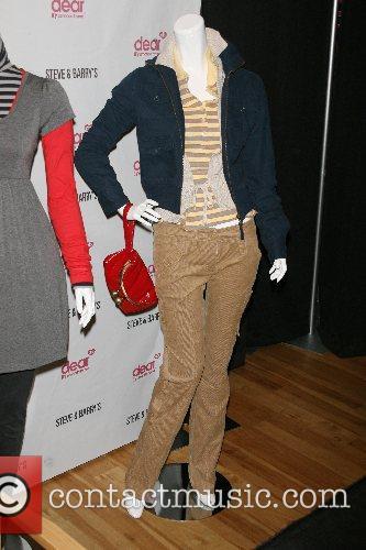 Atmosphere Amanda Bynes unveils her new clothing line...