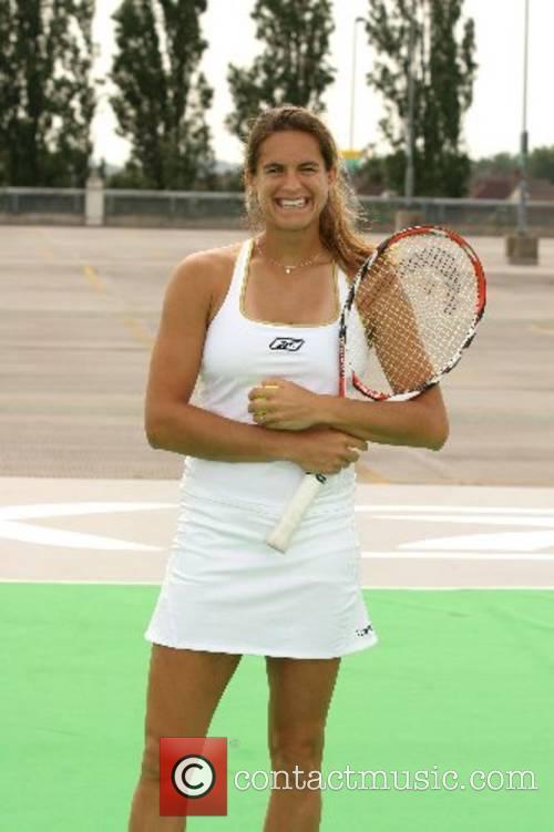 Amelie Mauresmo and Wimbledon 8