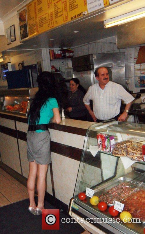 Amy Winehouse visits a kebab shop London, England