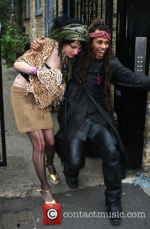 Friends, Amy Winehouse and Blake Fielder-civil