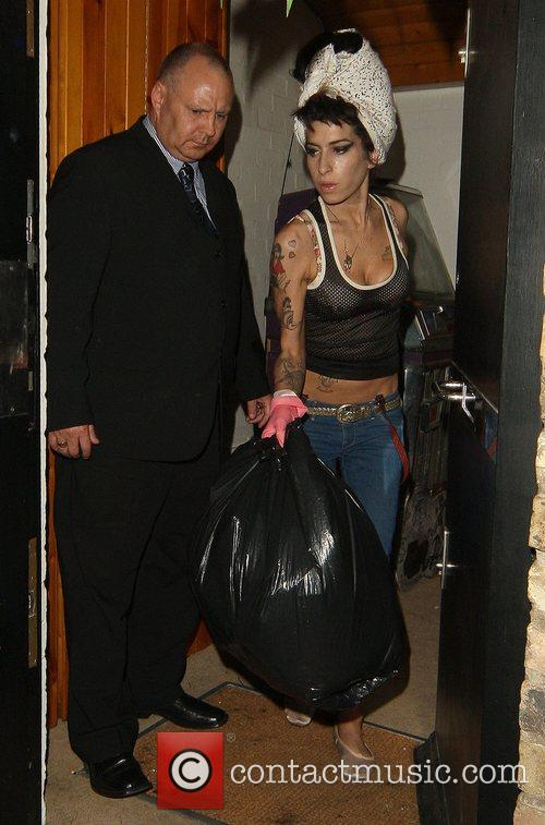 Amy Winehouse, Wearing Pink Gloves, Did Some Spring Cleaning At Her House. She Takes A Break and Asks Photographers For Money For Her Driver. 6