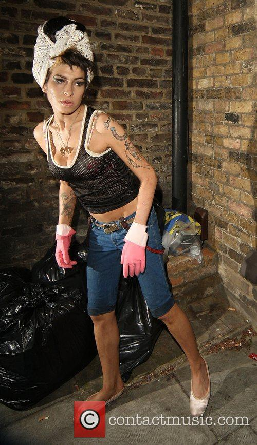 Amy Winehouse, Wearing Pink Gloves, Did Some Spring Cleaning At Her House. She Takes A Break and Asks Photographers For Money For Her Driver. 3