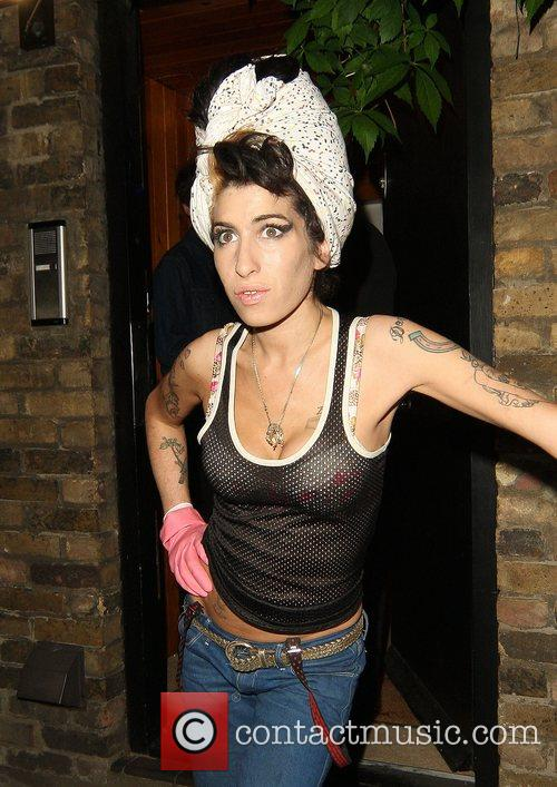 Amy Winehouse, Wearing Pink Gloves, Did Some Spring Cleaning At Her House. She Takes A Break and Asks Photographers For Money For Her Driver. 11