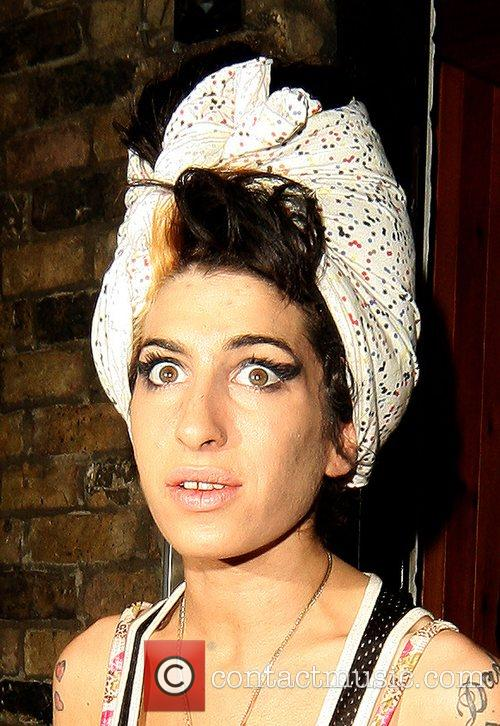 Amy Winehouse, Wearing Pink Gloves, Did Some Spring Cleaning At Her House. She Takes A Break and Asks Photographers For Money For Her Driver. 5