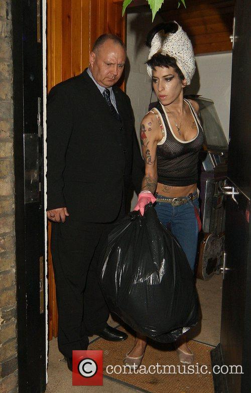Amy Winehouse, Wearing Pink Gloves, Did Some Spring Cleaning At Her House. She Takes A Break and Asks Photographers For Money For Her Driver. 7