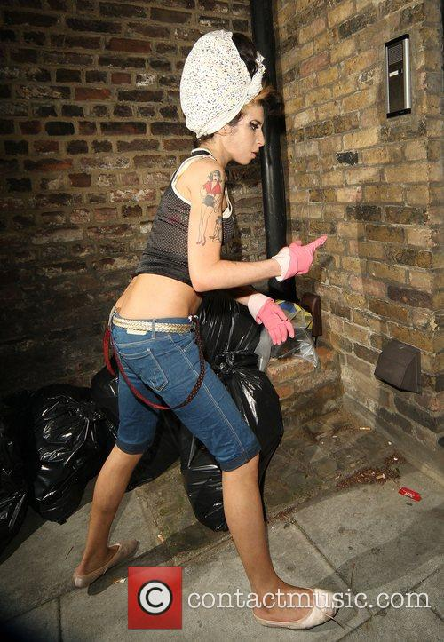 Amy Winehouse, Wearing Pink Gloves, Did Some Spring Cleaning At Her House. She Takes A Break and Asks Photographers For Money For Her Driver. 10